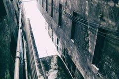 La costruzione condannata è usata come a casa vicino movimento sociale dell'alloggio Fotografie Stock Libere da Diritti