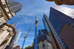 La costruzione dei grattacieli nel cuore di Londra Il Regno Unito fotografie stock