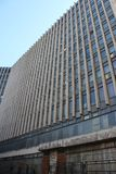 La costruzione dei periodi sovietici con una soluzione architettonica insolita, ora l'ufficio di RosGeology immagini stock libere da diritti