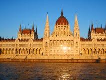La costruzione del Parlamento a Budapest Immagine Stock