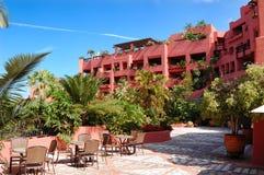 La costruzione dell'albergo di lusso e del terrazzo esterno Fotografie Stock