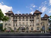 La costruzione dell'hotel Paltinis in Sinaia, Romania, al giorno d'oggi chiusa Immagine Stock