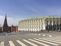 La costruzione della camera dell'arsenale dentro il Cremlino di Mosca, Russia fotografia stock libera da diritti