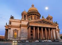 La costruzione della cattedrale al tramonto, St Petersburg del ` s della st Isaac fotografie stock