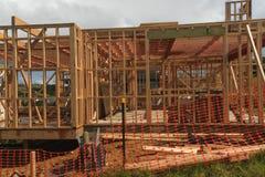 La costruzione di legno della casa, costruente si dirige in Nuova Zelanda, Auckland, Nuova Zelanda fotografie stock libere da diritti
