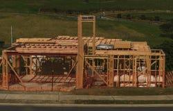 La costruzione di legno della casa, costruente si dirige in Nuova Zelanda, Auckland, Nuova Zelanda immagine stock