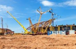 La costruzione di uno stadio moderno per l'universo delle partite di calcio è Fotografie Stock Libere da Diritti