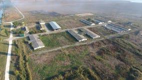 La costruzione di vecchia azienda agricola per il bestiame Vista superiore dell'azienda agricola Stoccaggio delle balle di fieno  Fotografia Stock