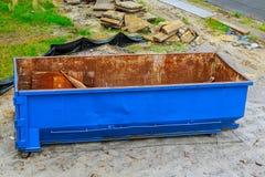 La costruzione il recipiente di eliminazione dei rifiuti usato alla costruzione immagini stock libere da diritti