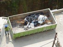 La costruzione il recipiente di eliminazione dei rifiuti usato per raccogliere i rifiuti ed il materiale inutilizzato fotografie stock libere da diritti