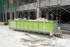 La costruzione il recipiente di eliminazione dei rifiuti usato per raccogliere i rifiuti ed il materiale inutilizzato immagine stock