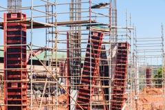 La costruzione inscatola le colonne concrete Fotografie Stock