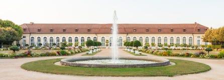 La costruzione principale del giardino di inverno e la fontana nel Central Park di Ansbach fotografia stock libera da diritti