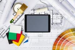 La costruzione progetta con imbiancare gli strumenti, la tavolozza di colori ed i tum Immagine Stock