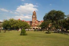 La costruzione rossa del palazzo in Rangoon, Myanmar dell'alta corte Immagine Stock