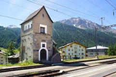 La costruzione storica della stazione Zuoz, Svizzera Immagini Stock