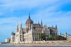 La costruzione ungherese del Parlamento ed il Danubio Fotografie Stock