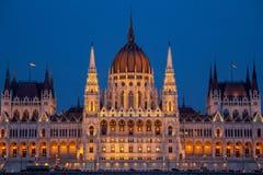 La costruzione ungherese del Parlamento sulla banca del Danubio a Budapest Fotografie Stock Libere da Diritti