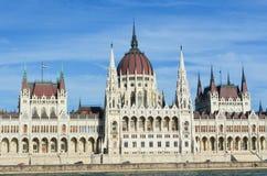 La costruzione ungherese iconica del Parlamento Fotografie Stock