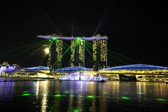 La costruzione unica ed iconica, baia del porticciolo insabbia la costruzione, la baia del porticciolo, Singapore immagini stock libere da diritti