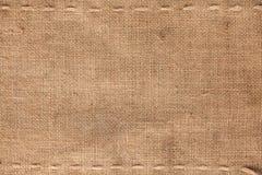 La costura horizontal dos en la arpillera Imágenes de archivo libres de regalías