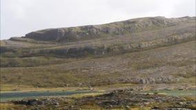 La cottura ha sparato di grande collina rocciosa in Irlanda video d archivio