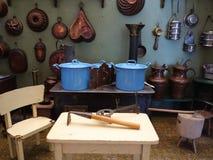 La cottura serve l'esposizione d'annata della cucina Immagine Stock