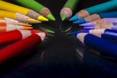 La couleur crayonne le cercle d'arc-en-ciel photographie stock libre de droits