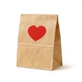 La couleur de Brown a réutilisé le sac de papier avec le coeur rouge Photo stock