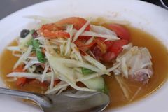 La couleur de la salade de papaye est les favoris épicés et asiatiques photographie stock