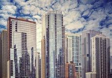 La couleur a modifié la tonalité les bâtiments résidentiels modernes Chicago, Etats-Unis Photos stock
