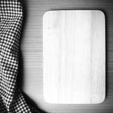 La couleur noire et blanche de serviette de planche à découper et de cuisine modifient la tonalité le style Photo stock