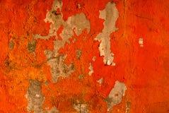 La couleur orange peinte sur le mur en béton épluchent Vieux et sale fond de texture de mur avec l'espace photographie stock