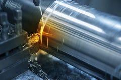 La coupe de machine de tour la tige en acier photographie stock