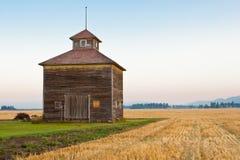 La coupole a décoré la grange Image stock