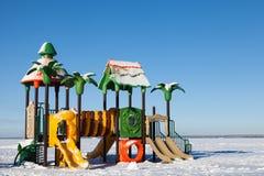 La cour de jeu des enfants dans la neige Photos stock