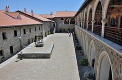 La cour du monastère de Kykkos Photo libre de droits