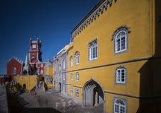La cour du palais de pena, sintra, Portugal images stock