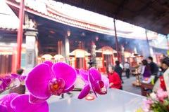 la cour fleurit le temple Images libres de droits