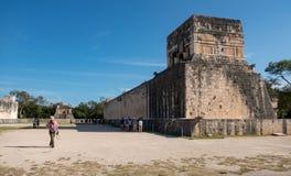 La cour grande de boule aux ruines maya antiques de Chichen Itza au Mexique Photographie stock