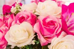 La couture faite main fausse de fleur rose et blanche fleurit Photographie stock