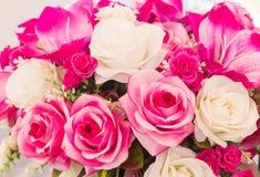 La couture faite main fausse de fleur rose et blanche fleurit Photos stock