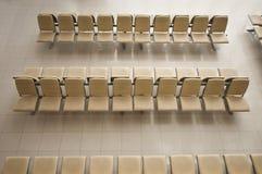 La couverture de chaises en métal avec upholstergy Photos libres de droits