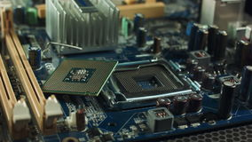 La CPU miente en la placa madre al lado del chipset de la ranura almacen de video