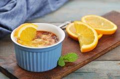 La crème brulée avec l'orange Photographie stock libre de droits