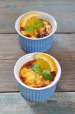 La crème brulée avec l'orange Photo stock