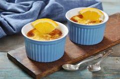 La crème-brulée con l'arancia Immagini Stock Libere da Diritti