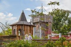 La crête de mouchard de l'endroit de Gatherning - parc unique de façade d'une rivière de la communauté - les couples supérieurs s image stock