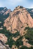 La crête de Tianzhu du mont Tai, seulement peut être vue d'un itinéraire spécial pour que peu de randonneurs explorent 2 image stock