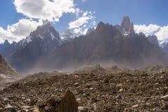 La crête et l'Uli Biafo de Paiju font une pointe, K2 le voyage, Pakistan images libres de droits